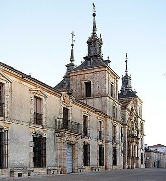 Nuevo Baztán - View of the Goyeneche Palace built between 1709 and 1713, comprising two adjacent structures: left, the palace complex itself and, on the right, at higher altitudes, the Church of San Francisco Javier.