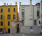 Palazzo Pisani Conservatorio portale con mascherone Venezia.jpg