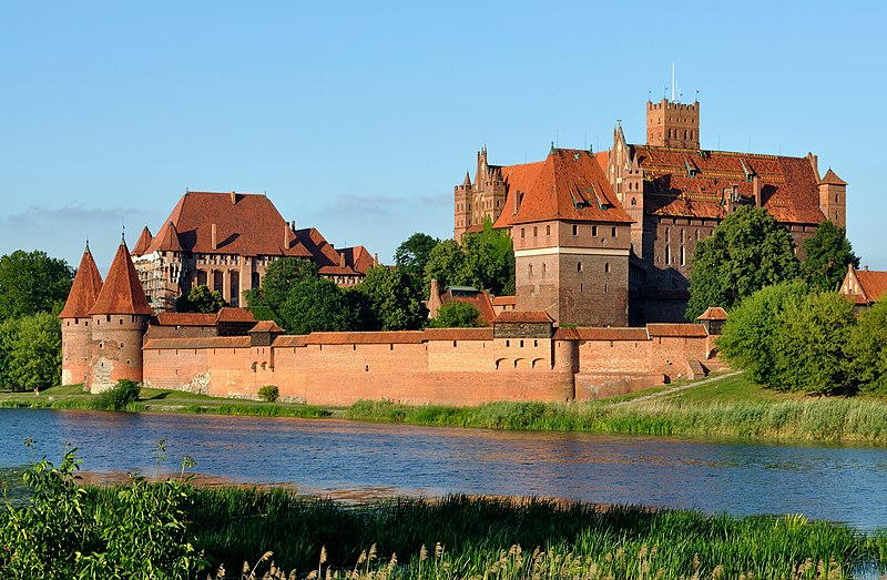 File:Panorama of Malbork Castle, part 4.jpg