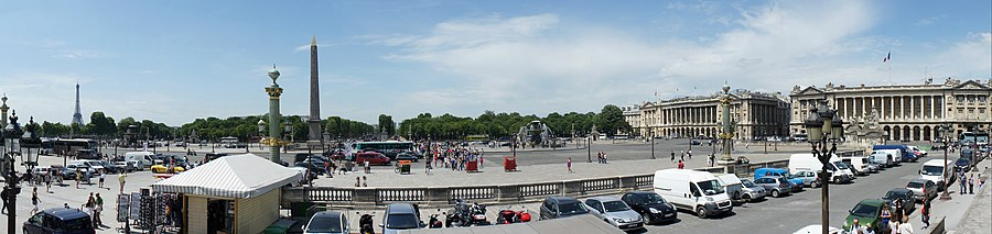 Paris 06 2012 Place de la Concorde Panorama 3055 wide angle.jpg