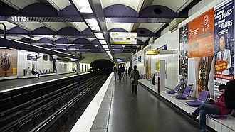 Palais Royal – Musée du Louvre (Paris Métro) - Image: Paris Metro line 1 Palais Royal Musée du Louvre
