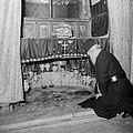 Patriarch bij de plaats van Jezus geboorte in de grot onder de Geboortekerk in B, Bestanddeelnr 255-5490.jpg