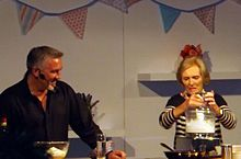 Mary Berries Mary berry wikipedia mary berry and paul hollywood at cake international london 2013 sisterspd
