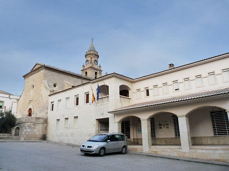 Peñalba - Iglesia de la Santa Cruz y Ayuntamiento.jpg
