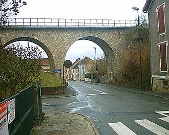 Jouy-le-Moutier - Image: Pont de la Rue de la Vallée Jouy le Moutier 03 03 06