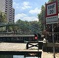 Pont de voie navigable dans Paris et VHF 02.jpg