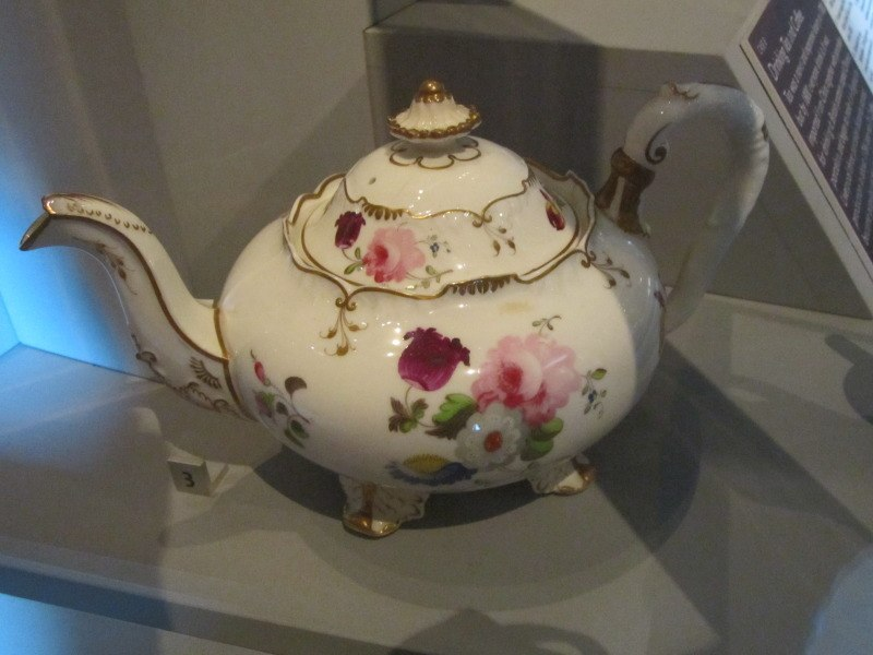 Porcelain teapot, Walker Art Gallery (1)