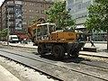 Praha, Smíchov, Anděl, rekonstrukce trati v Nádražní ulici, převoz asfaltu.JPG