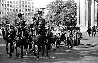 King's Troop, Royal Horse Artillery - Horses of the King's Troop drawing the gun carriage upon which is the coffin of Diana, Princess of Wales in 1997.