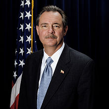 R. David Paulison, official FEMA photo portrait, 2006.jpg