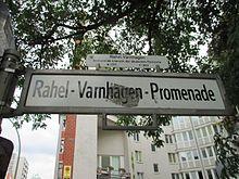 Berliner Straßenschild der Rahel-Varnhagen-Promenade (Quelle: Wikimedia)