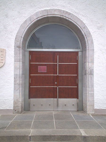 File:Rathausportal Neumarkt Oberpfalz.jpg