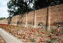 Ravensbrück Mauer der Nationen.jpg