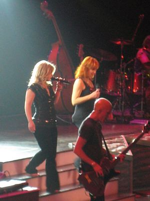Kelly Clarkson - Clarkson and Reba McEntire during the 2 Worlds 2 Voices Tour in 2008