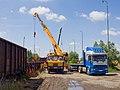 Reko TT Motol - Sídliště Řepy, autojeřáb nakládá kolejnice.jpg