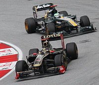 Lotus Renault GP följd av Team Lotus under Malaysias Grand Prix tidigare i år.