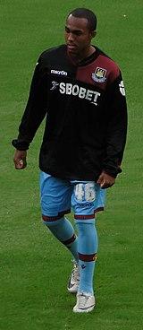 Robert Hall (footballer) httpsuploadwikimediaorgwikipediacommonsthu