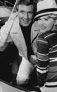 Ron Harper Connie Stevens Wendy kaj min 1965.JPG