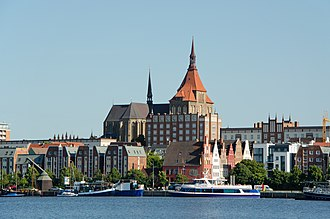 Rostock - Image: Rostock nördl Altstadt mit der Marienkirche