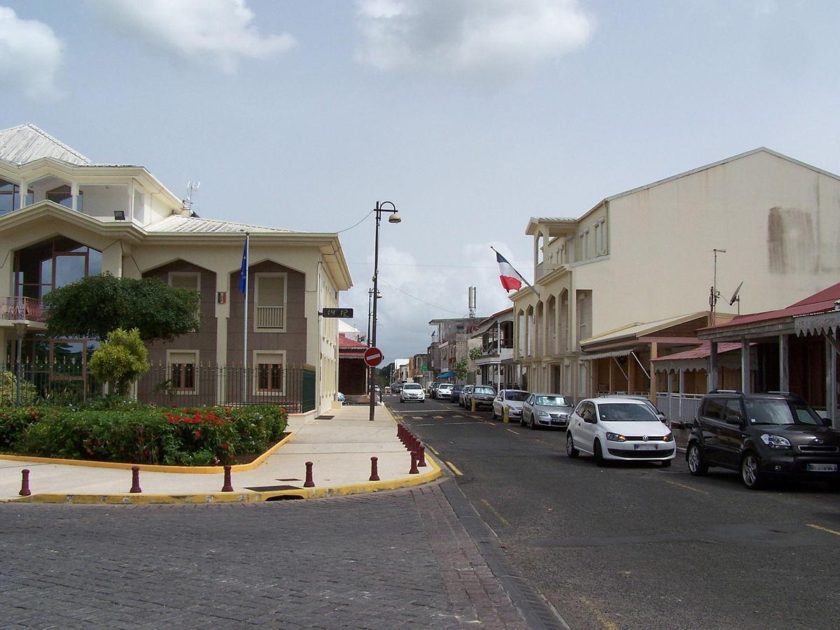 Rue de la République à Baie-Mahault.JPG