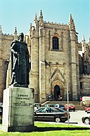Sé Cathedral and the statue of Dom Sancho I.jpg