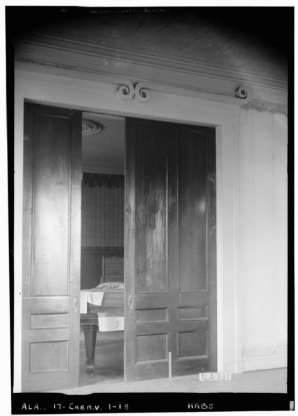 File:SLIDING DOORS IN S. WALL BETWEEN N. E. AND S. E. PARLORS, FIRST FLOOR - Cunningham Plantation, Old Memphis Road (Gaines Trace Road) HABS ALA,17-CHER.V,1-18.tif