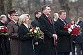 Saeimas priekšsēdētāja Ināra Mūrniece piedalās Komunistiskā genocīda upuru piemiņai veltītajā ziedu nolikšanas ceremonijā pie Brīvības pieminekļa (26134929707).jpg
