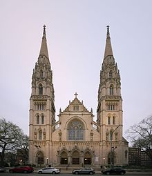 Saint Paul Cathedral in Pittsburgh as seen from Fifth Avenue in 2016.jpg