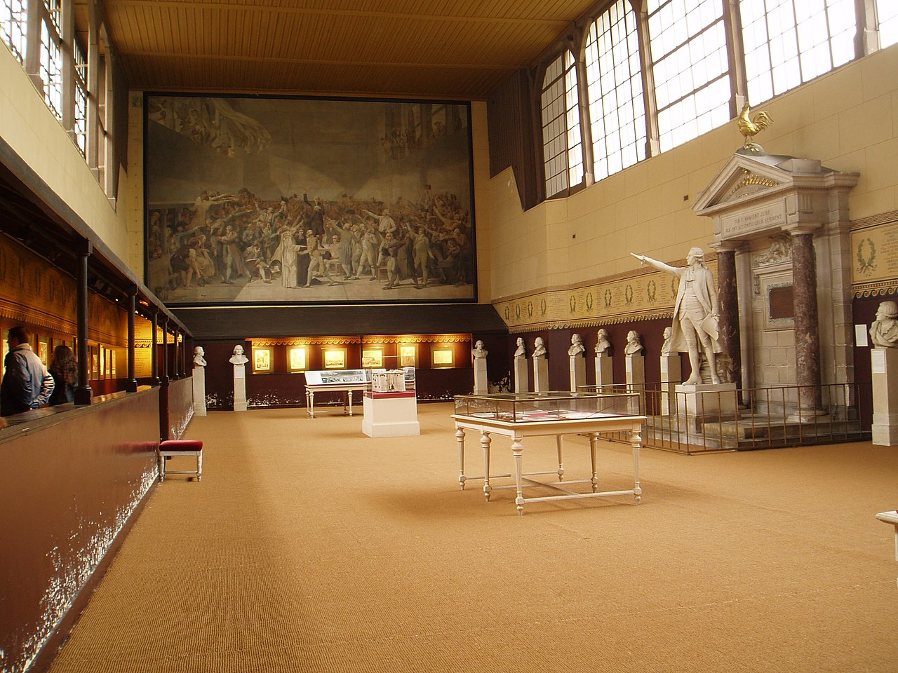 http://upload.wikimedia.org/wikipedia/commons/thumb/8/82/Salle_jeu_de_paume_versailles_int%C3%A9rieur_2.jpg/1280px-Salle_jeu_de_paume_versailles_int%C3%A9rieur_2.jpg
