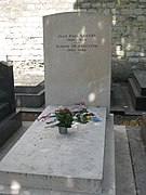 Sartre and Simone de Beauvoir grave, Montparnasse, Paris, France-16June2009.jpg