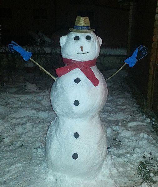 File:Schneemann - Snowman in Straubing, Bavaria 14-12-31.jpg