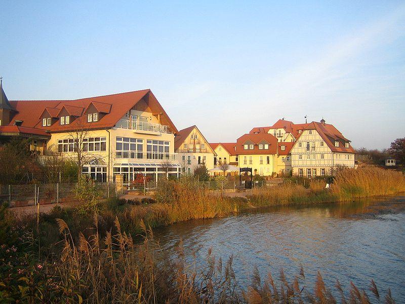 Datei:Seehotel Niedernberg 01.jpg