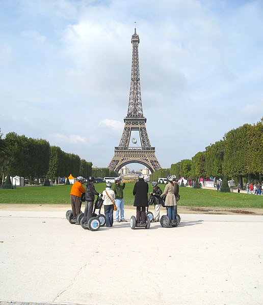Fil:Segway Tours at the Eiffel Tower.jpg