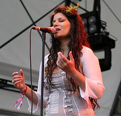 Sheila Chandra singing, 2008 cropped.jpg