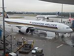 Singapore Airlines 777-300 9V-SWL at SYD (30017557665).jpg