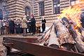 Solvita Āboltiņa pasniedz piemiņas zīmes barikāžu dalībniekiem (5372618188).jpg