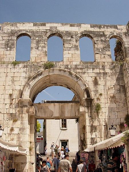 Muralles del temple de Dioclecià a Split. Wikimedia