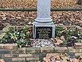 Stèle Otages Tués Nazis Avenue Louison Bobet Fontenay Bois 2.jpg