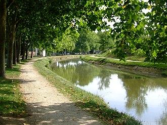 Canal de Berry - Image: St Amand 7715