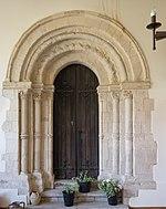 St Leonard's church, Hythe - Norman archway.jpg