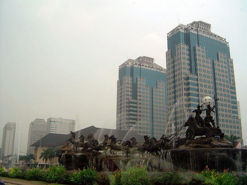 Hình:Statue in Jakarta.JPG