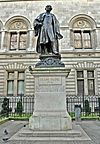 Statue of Henry Irving, London.jpg