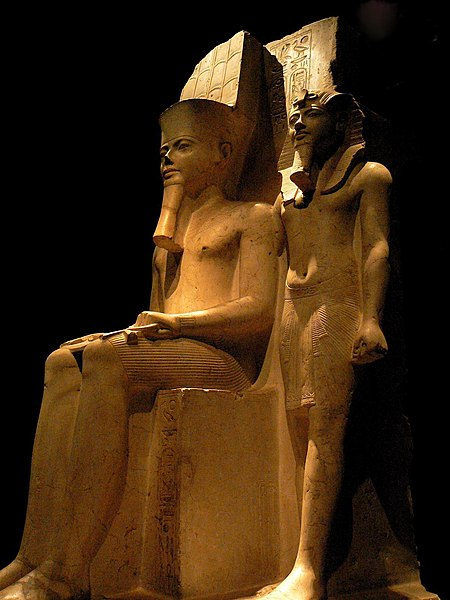 Archivo:Statue of Horemheb with Amun (Turin).jpg