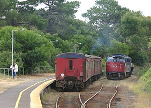 V/Line H type carriage - 2 MTH cars at Stony Point station in February 2005