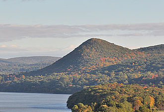 Putnam County, New York - Image: Sugarloaf Hill Hudson Highlands from Bear Mountain Bridge
