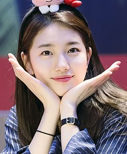 "Suzy at ""Yes? No?"" fansigning event, 4 February 2017 01.jpg"