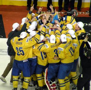 2012 World Junior Ice Hockey Championships - Sweden celebrates with the 2012 World Junior Championship trophy