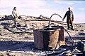 Syrien 1961 Tabqa Staudammprojekt Bohrstelle Menschen 0006.jpg