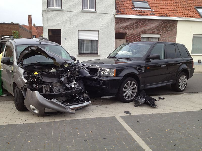 "Sharing experience?? when I, for leaving a parking, put my automatic landrover range rover, in position ""drive"" the car started  with an INCREDITAL POWER  and after  a few meters hit a car coming from opposit position. All this happened in fractions of seconds  and I was unable to control the car and avoid the crash. I am not able to prove that their might be a technical defect  with  the electronic gaspedal. does anybody had a similar bad experience with land rover/range rover???"
