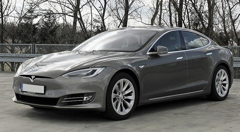 Gambar menunjukkan Tesla Model S facelift 2016
